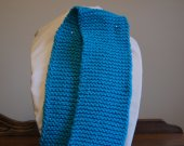 This toque mitts and scarf are very pretty they are turquoise blue,