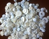200 bulk buttons / mix bag with white and pearls plastic buttons