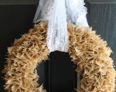 Natural burlap wreath with lace bow