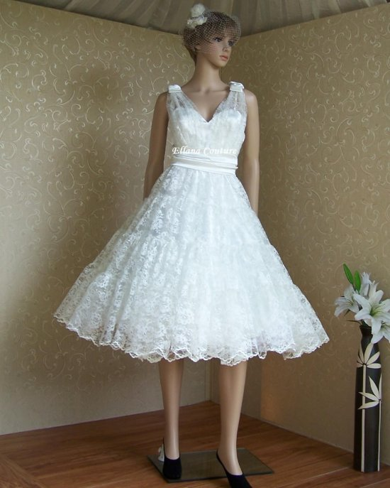 Belle Retro Style Wedding Dress Beautiful Ivory Lace